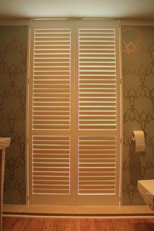 wandmontage mit sonderrahmen einschlagend hersteller norman typ orlando american shutter. Black Bedroom Furniture Sets. Home Design Ideas